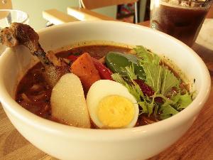 [ouchi]は札幌の街の中心部、大通地区のはずれにある「ごはんカフェ」です。