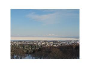 冬のオホーツク海と知床連山